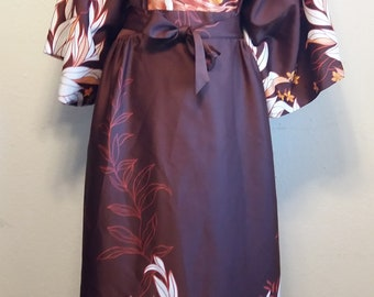 Vintage 1970s Hilo Hattie's Brown/Orange/White Floral Hawaiian V-neck dress Kimono attached sash 100% Rayon Made in Hawaii