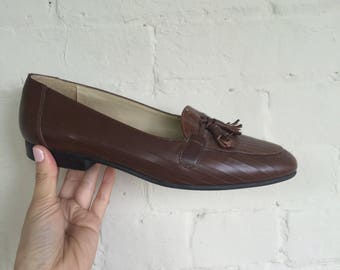 Brown faux croc tasseled loafers flats pointed toe
