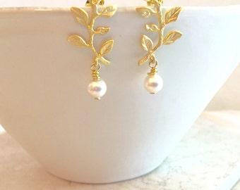 Leaf Earrings Pearl Earrings Bridesmaid Gift for Her Bridesmaid Earrings Bridal Earrings Anniversary Gift Pearl Jewelry Gold Vine Earrings