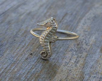 Sea horse ring, sterling silver sea horse ring, stackable stetling silver ring