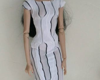 12 inch fashion doll dress is one size fits all fashion royalty,integrity,nuface,fr,fr2,Barbie all other same size!