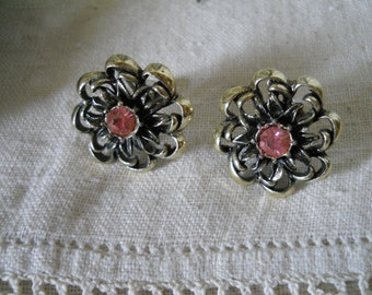 Vintage Earrings Screw-On Backs Pink Center Stone Surrounded By Black And Gold Tone Flower Burst Vintage Jewelry
