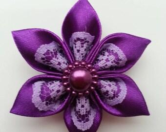 5 cm fleur  violet  et dentelle mauve  petales pointus