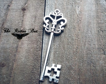 Large Skeleton Key Antiqued Silver Crown Key Charm Pendant Double Sided 52 mm Wedding Key Escort Card Key Charms by the Piece