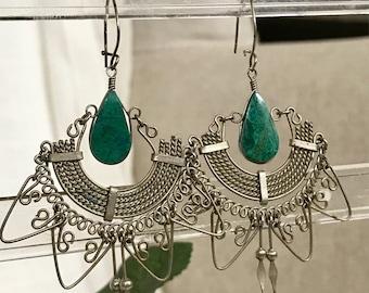 Vintage silver earrings wire work green stone dangle fringe large fan shaped 1980s