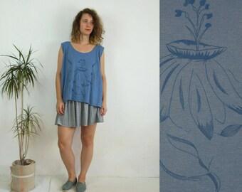 SALE 90's vintage women's blue oversize flower patterned tank top
