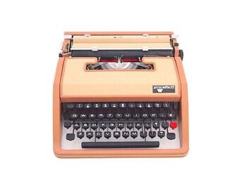 PMC Elite 44 typewriter, olivetti lettera dl typewriter, brown and beige typewriter, portable typewriter, vintage, qwerty.