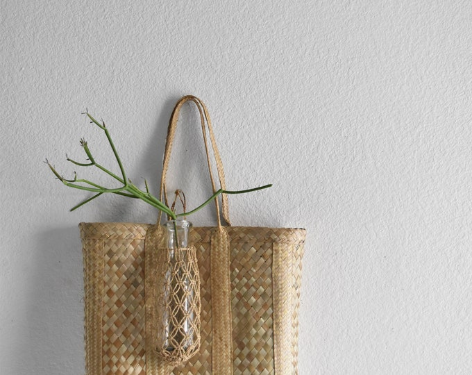 simple summer woven straw basket hand bag / shoulder purse / market tote
