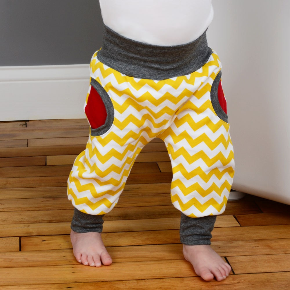 Sewing pattern for baby pants with cuffs and faux pockets // photo ...