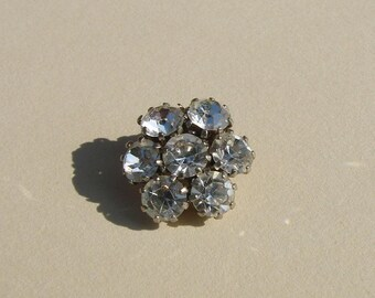 Flower button, 19 mm tab 7 Rhinestones, silver metal support.