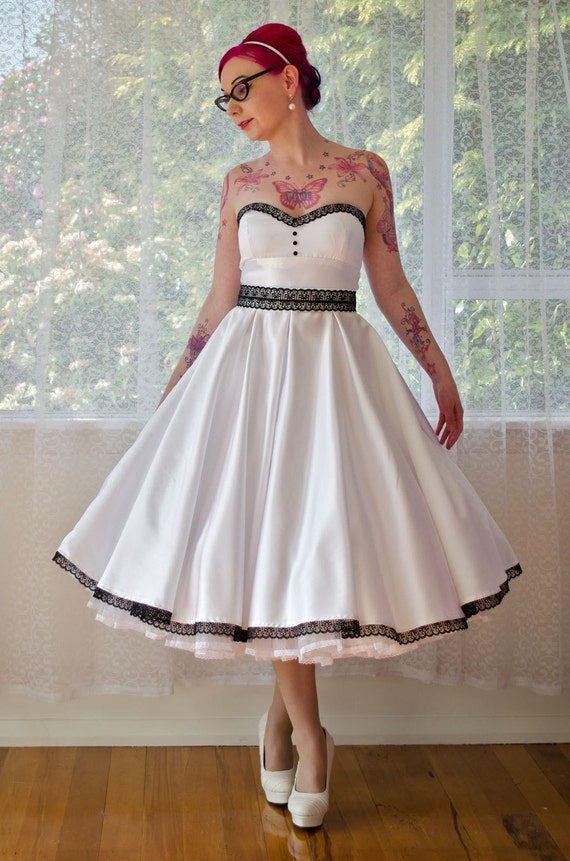 1950s Rose Pin Up Strapless Wedding Dress With