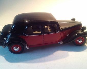 """Model car """"Citroën 15 CV 1952""""."""