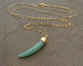 Gold and Green Aventurine Tusk Necklace - Green Horn Necklace - Aventurine Necklace, Layering Necklace - Boho Necklace - Minimalist Necklace