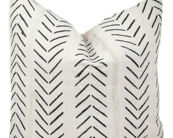 B&W Wide Zig Zag Mali Pillow