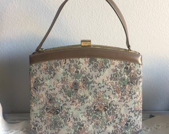 A lovely vintage fabric tote handbag with tan leather interior and brass snap closure/vintage purse/vintage style and fashion