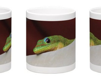15 oz. Coffee Mug w/ Madagascar Gold Dust Day Gecko on Oahu, Hawaii