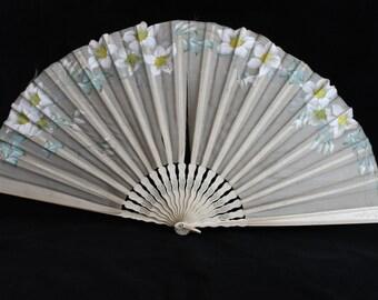 Antique Victorian or Edwardian hand painted cream silk fan, vintage ladies fan, wedding fan, costume fan, shaped collectors fan, cream fan