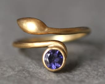 Leaf Ring in 14K Yellow Gold with Solitaire Gemstone