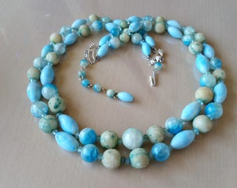 Vintage 1950's double strand blue lucite bead necklace