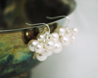Bridal Earrings, White Pearl Cluster Earrings, Bridal Jewelry, Bridesmaids Gifts, Wedding Jewelry, Wedding Earrings, Swarovski White Pearls