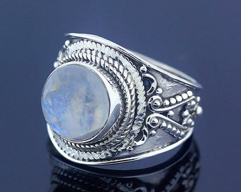 White Moonstone Silver Ring // 925 Sterling Silver // Ring Size 6.5 // Handmade Ring Jewelry