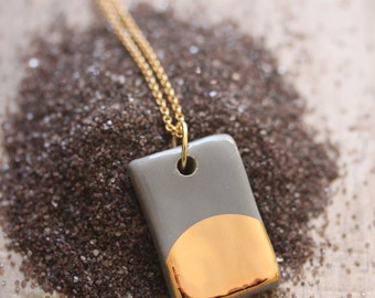 Gold Luster Pendant Necklace in Gray