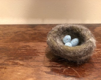 Needle Felted Wool Robbins Nest- Soft Sculpture Natural Birds Nest with Eggs