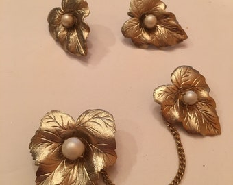 Sarah coventry sweater pins and earrings