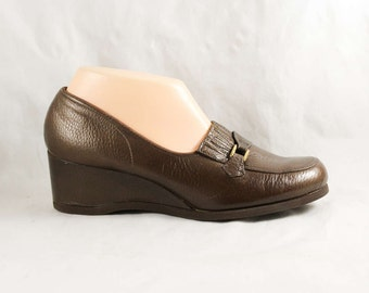 Size 8 Wide Shoes - Never Worn 1960s Deadstock - Brown Leather with Faux Buckle - Neutral 40s Look Shoe with Wedge Heel - 8W - 47716-1