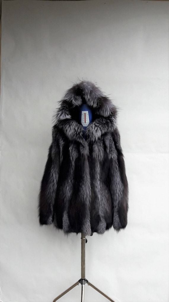 BRAND NEW!! SILVER fOX fUR coat with hood