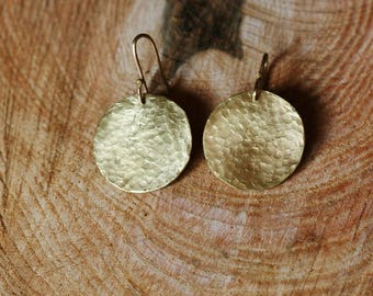Round earrings in bronze hammered squares