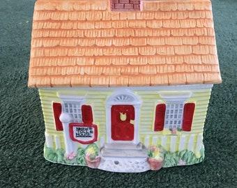 Nestle Tollhouse Toll House Cottage Cookie Jar