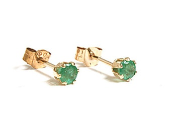 Solid 9ct Gold Small Emerald Stud earrings with FREE gift box S1068