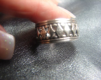Sterling Silver Harlequin Cut Out Design Band Size 5 3/4 -963.