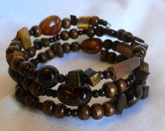 Glass and wood beaded bracelet