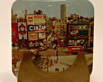 Mystery Retro London England  Souvenir Coasters still in packaging Picadilly Circus cork backings Bus Fountain