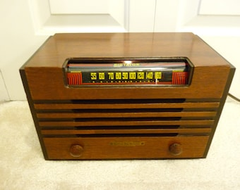 Restored 1947 Dominion Dictor 5-tube AM wood case table top radio