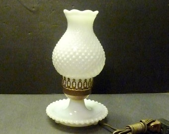 Hobnail Milk Glass White Boudoir Or Accent Lamp   Electric