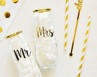 Mr and Mrs Glasses Toasting Flutes Bride and Groom Toasting Glasses Mr and Mrs Wine Glasses Wedding Toasting Glasses Wedding Gift (EB3143)