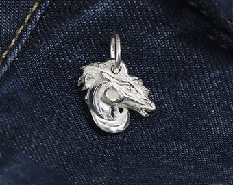 Elegant pendant in the form of a horse.