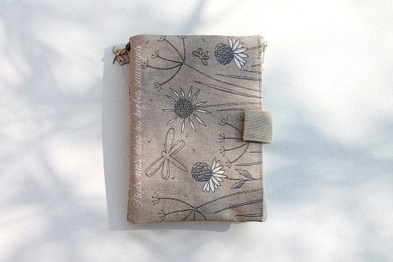 """Bag Organizer / multipoches illustrated natural linen """"Barefoot in wild herbs"""""""