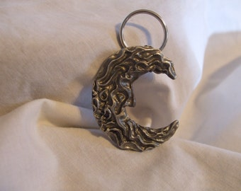 hand crafted baroque victorian cresent moon pewter keychain