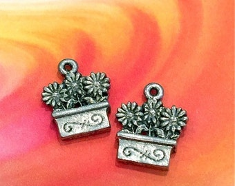 3 Flowers in a Pot - 4 pieces-(Antique Pewter Silver Finish)