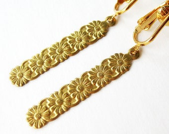 Gold Daisy Clip On Earrings, Brass Flower Column Clip Earrings, Gold Ear Clips, Floral Dangle Clipons, Lightweight Earrings, Daisy Chain
