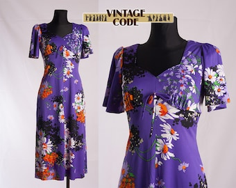 Bright Purple Floral  Hippie Boho 70s vintage dress / Short sleeve mid Length Heart dress /  size Small to Medium