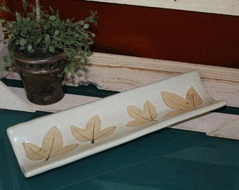 Earthenware Leaf Pattern Bread Tray