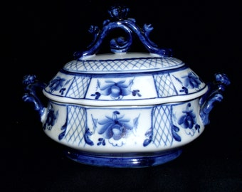 Large Russian Gzhel Hand Painted White and Blue Exquisite Covered Candy Bowl