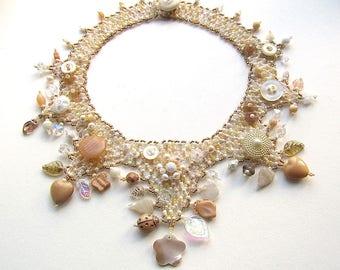 Rustikale Hochzeit Kragen, Statementkette, Marie Antoinette Muster, Glas Perlen, Vintage Knöpfe, hypoallergen Schmuck
