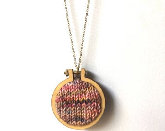 Hand knitted jewellery – autumn – pendant – brooch – mini embroidery hoop necklace – hand knitted jewelry – embroidery hoop jewelry