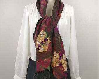 Handmade scarf with Nuno felt technique, with Merino Wool, printed silk and silk fiber. Original scarf